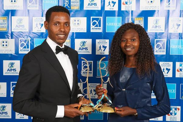 Lelisa Desisa and Ruth Chepngetich with their 2019 AIMS best marathon runner awards (Victah Sailer / AMA)