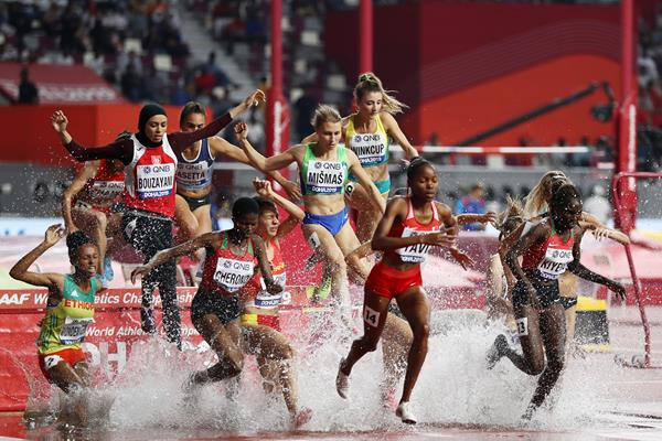 Opening round action in the women's 3000m steeplechase (Getty Images)