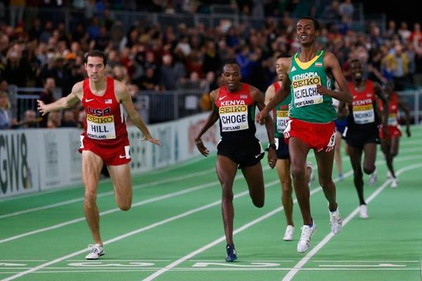 Yomif Kejelcha wins the 3000m from Ryan Hill at the IAAF World Indoor Championships Portland 2016 (Getty Images)