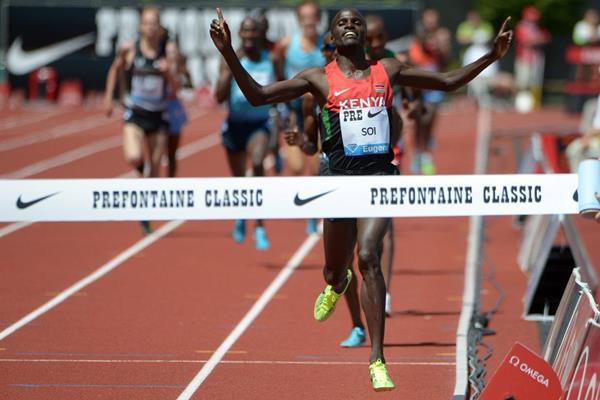 Edwin Soi winning at the 2013 IAAF Diamond League meeting in Eugene (Kirby Lee)