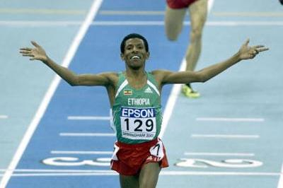 Haile Gebrselassie (ETH) winning the men's 3000m (Getty Images)