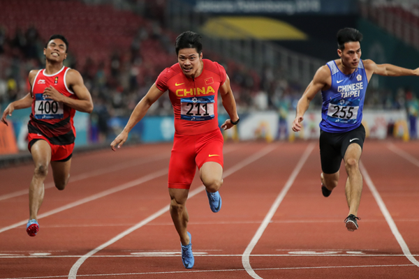 Su Bingtian wins the 100m at the Asian Games in Jakarta (Getty Images)