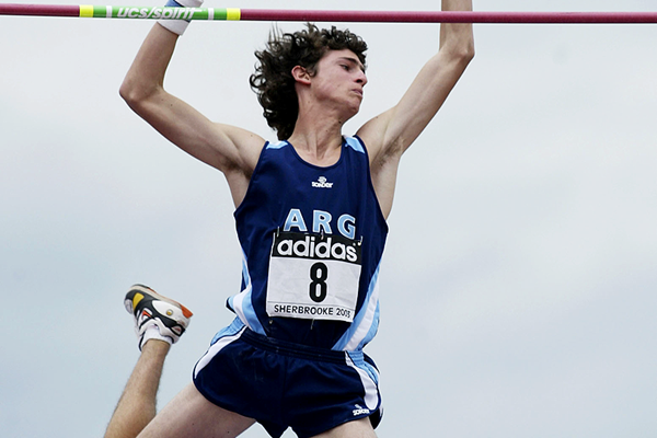 German Chiaraviglio of Argentina in action in the pole vault (Getty Images)