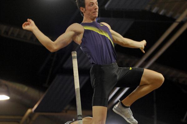 Malte Mohr took the Pole Vault with 5.85m at the PSD Bank Meeting in Düsseldorf (BENEFOTO)