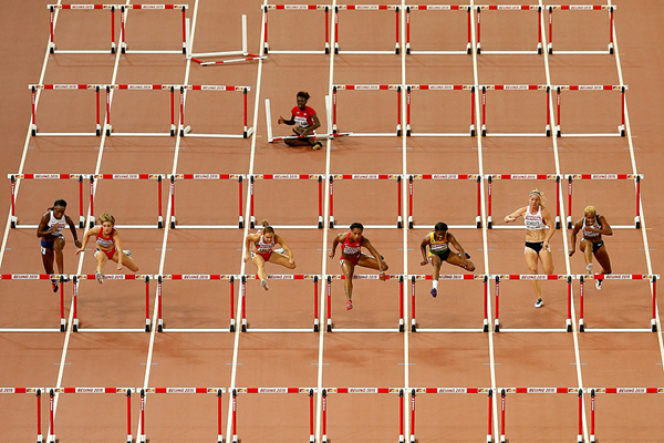 Dawn Harper Nelson falls in the 100m hurdles at the IAAF World Championships (Getty Images)
