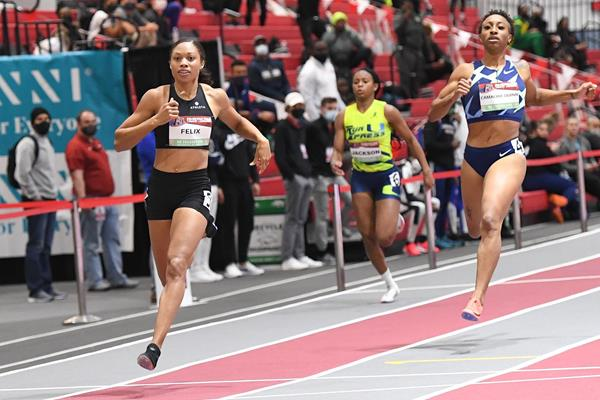 Allyson Felix wins the 200m at the American Track League in Fayetteville (Shawn Price)