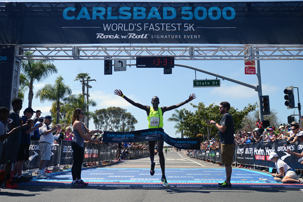 Lawi Lalang wins the men's race at the Carlsbad 5000 (Kent Horner)