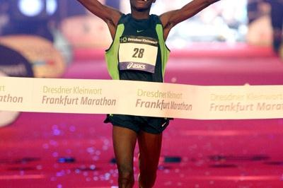 In his debut, Robert Kiprono Cheruiyot smashes Frankfurt record (Victah Sailer)