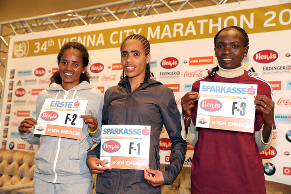 Meseret Mengistu, Shuko Genemo and Nancy Kiprop ahead of the Vienna City Marathon (Victah Sailer / organisers)