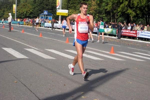 Andrey Ruzavin on his way to 10km victory in Saransk (Alla Glushchenko)