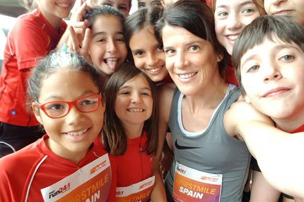 Ruth Beitia with Kids Mile Run participants in Castellon (Organisers)