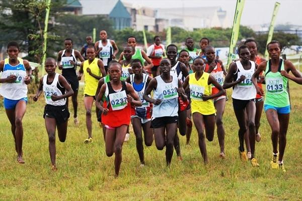 Nell Chebet (far right) leads the junior women's race in Nairobi (Ricky Simms)