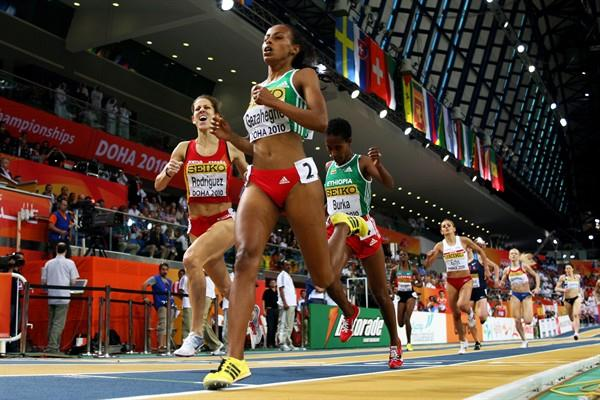 Kalkidan Gezahegne of Ethiopia beats Natalia Rodriguez of Spain to 1500m gold in Doha (Getty Images)