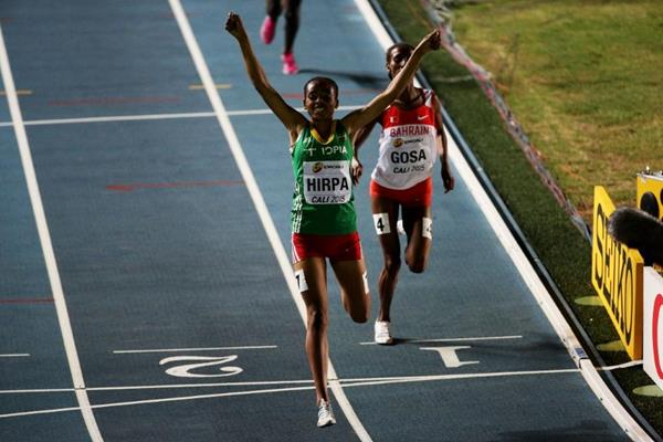 Bedatu Hirpa winning the girls' 1500m at the IAAF World Youth Championships, Cali 2015 (Getty Images)