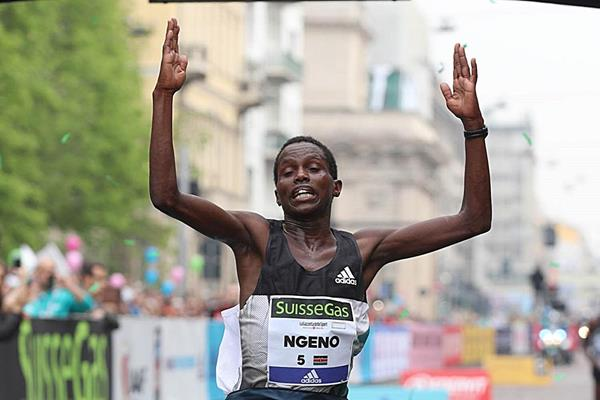 Ernest Kiprono Ngeno crosses the line to win the 2016 Milan Marathon (Giancarlo Colombo)