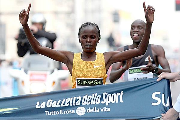 Brigid Kosgei wins the 2016 Milan Marathon (Giancarlo Colombo)