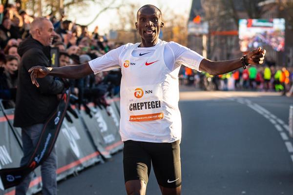 Joshua Cheptegei wins the Zevenheuvelenloop in a world best for 15km (Organisers)