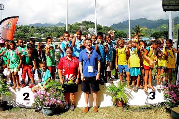President of French Polynesia Athletics Titaua Maurin-Juventin and IAAF Vice President Sebastian Coe assist the IAAF Kids' Athletics programme in Papeete (OAA)
