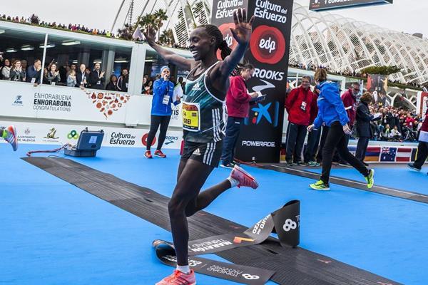 Valary Jemeli Aiyabei clocks a Spanish all-comers' record at the 2016 Valencia Marathon (organisers)