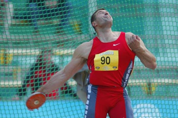 Virgilijus Alekna of Lithuania wins the Discus Throw at the Bergen Golden League meeting (Getty Images)