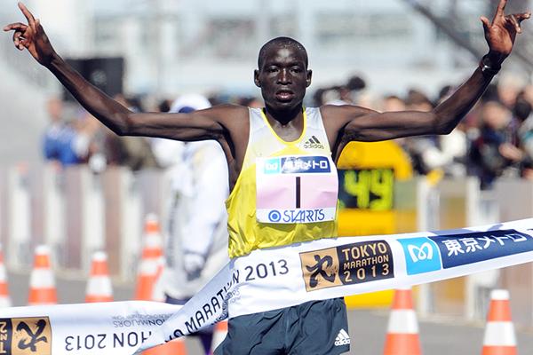 Kenya's Dennis Kimetto wins the 2013 Tokyo Marathon (AFP / Getty Images)