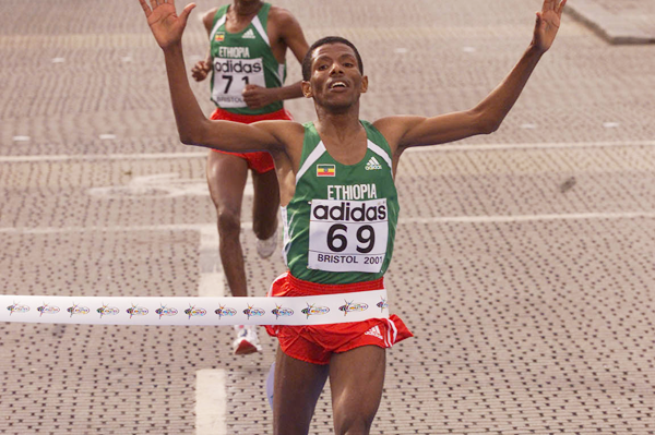 Haile Gebrselassie crossing the line to win the 2001 IAAF World Half Marathon Championships in Bristol (© Allsport)