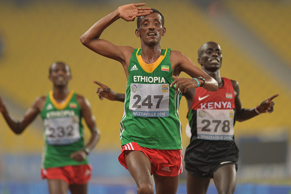 Tebalu Zawude wins the 10,000m at the All-Africa Games (AFP / Getty Images)