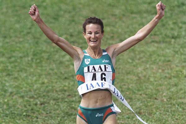 Sonia O'Sullivan wins at the 1998 IAAF World Cross Country Championships (Getty Images)