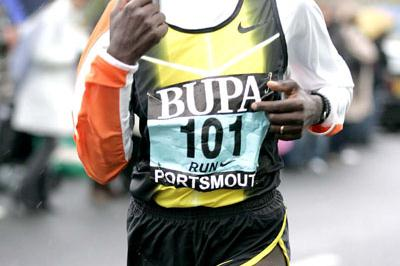 Rose Cheruiyot en route to her big win at the Great South Run (Mark Shearman)