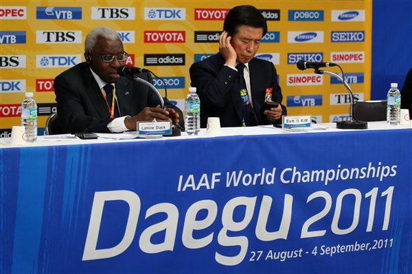 President Lamine Diack and Mayor of Daegu Kim Bum-il at the IAAF / LOC Press Conference in Daegu, 4 Sep 2011 (Getty Images)