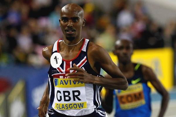 Mo Farah en route to his 7:40.99 3000m national record at the 2009 Glasgow indoor meeting (Getty Images)