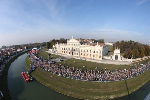 start of the 2015 Venice Marathon (organisers)