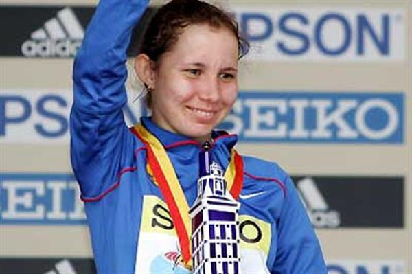 Russia's Vera Sokolova with her La Coruña trophy (Getty Images)