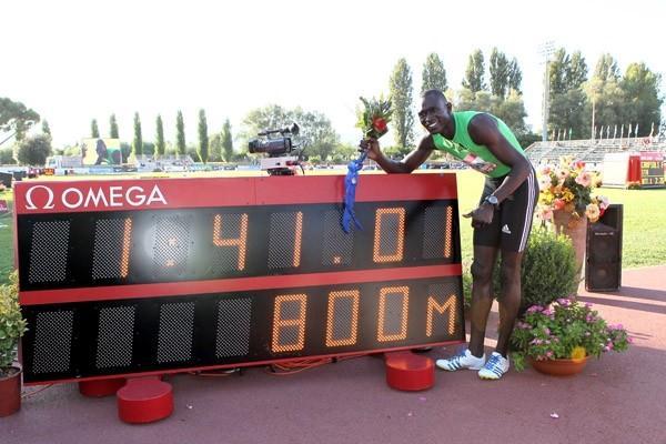 Rudisha with his World record clock in Rieti (Victah Sailer)