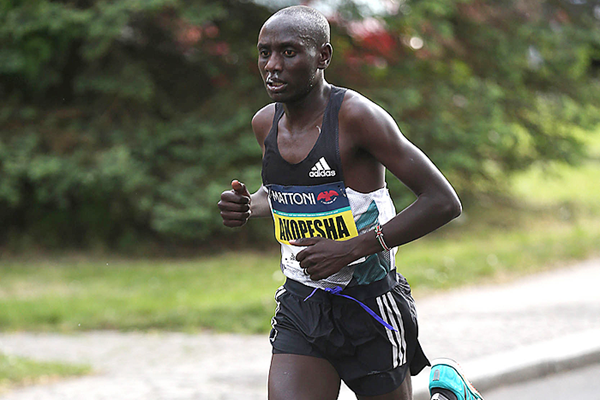 Abraham Kasongor Akopesha on his way to victory at the Karlovy Vary Half Marathon (Giancarlo Colombo / organisers)