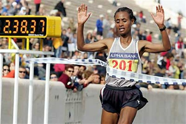 Sisay Measo (ETH) in 2:38:39 takes women's race in 2005 Athens Classic Marathon (c)