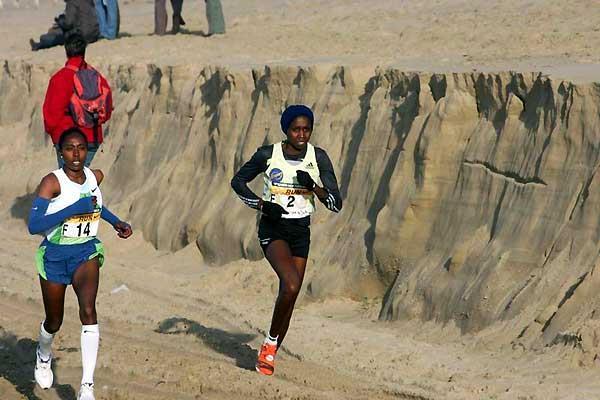 Hilda Kibet (KEN) on the way to a close victory over Ethiopia's Gete Wami (F 14) (Aktiefoto)