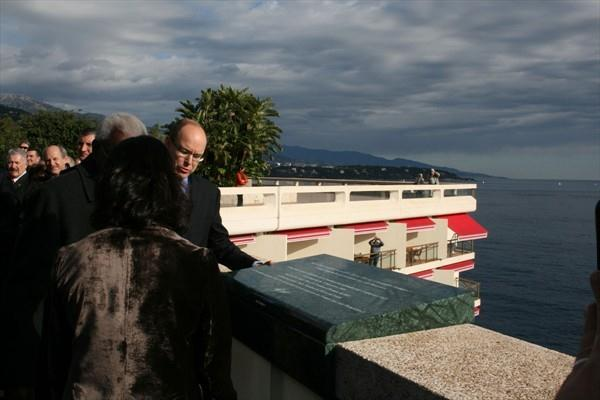"HSH Prince Albert of Monaco and IAAF President Lamine Diack unveil a plaque commemorating the ""first Women's Olympiad"" in Monaco (Bob Ramsak)"