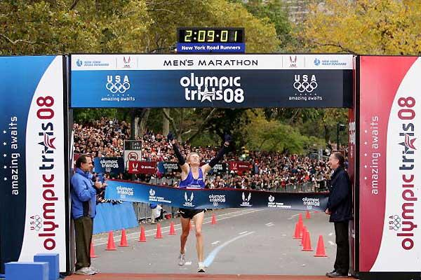 Ryan Hall wins the U.S. Olympic Men's Marathon Team Trials on 3 November 2007 in New York City (Getty Images)
