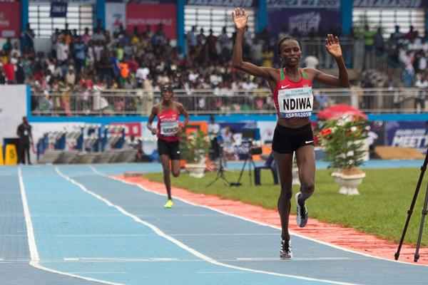 Stacy Ndiwa taking the African 10,000m title in Asaba (Bob Ramsak)