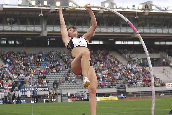 Tatyana Polnova rises to 4.60m in Lahti (Paula Noronen)