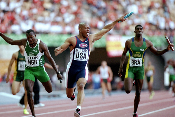 Maurice Greene anchors the USA to victory in the 4x100m at the 1999 IAAF World Championships in Seville (Getty Images)