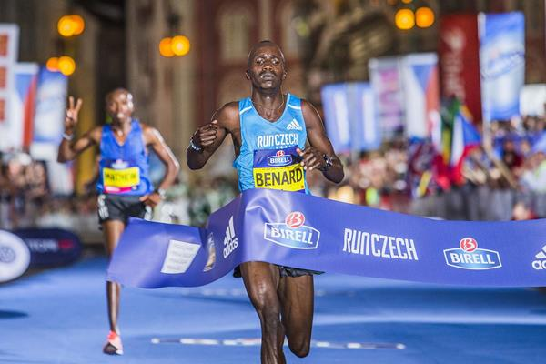 Benard Kimeli winning the Prague 10km (Organisers)