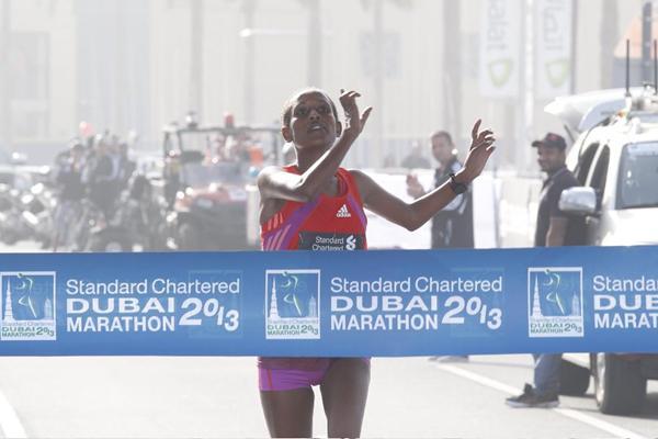 Ethiopia's Tirfi Tsgaye wins the 2013 Standard Chartered Dubai Marathon (Standard Chartered Dubai Marathon)