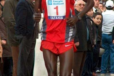 Paul Tergat running in Catania, Italy (Zorzi)
