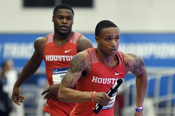Kahmari Montgomery of the University of Houston in action in the 4x400m (UH)