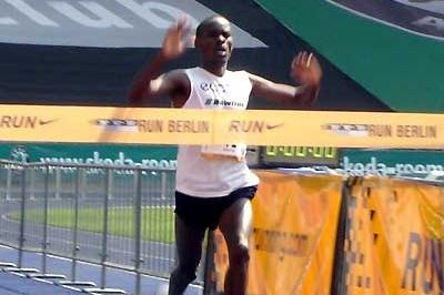 Patrick Musyoki continues Kenyan hold on the Run Berlin 25km (Marisa Reich)