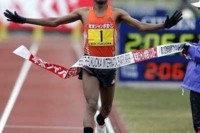 Gebrselassie wins the 60th Fukuoka International Marathon (Takefumi Tsutsui - SHOT)