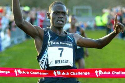 Moses Kipsiro winning in Belfast (Mark Shearman)