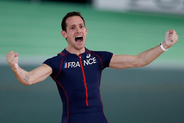 Renaud Lavillenie celebrates his pole vault victory at the IAAF World Indoor Championships Portland 2016 (Getty Images)